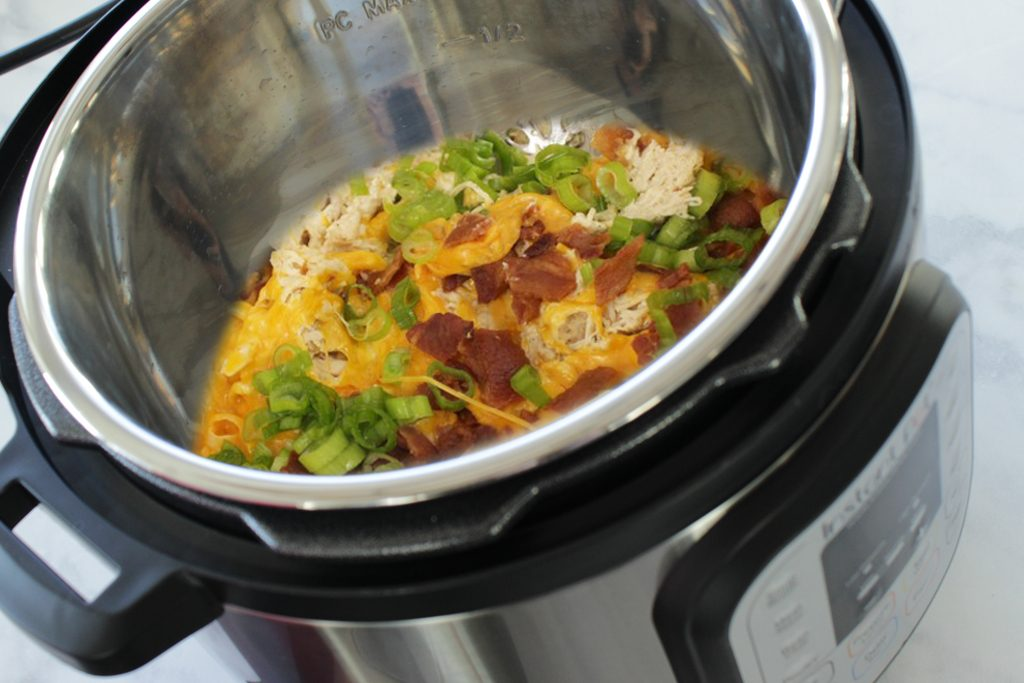 On the hunt for the best instant pot chicken recipes? This Instant Pot Crack Chicken recipe is awesome! Try this chicken Instant Pot recipe for an easy dinner idea. #instantpot #crackchicken
